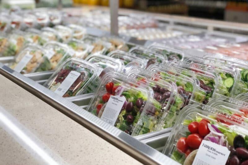 Готовые салаты в магазине
