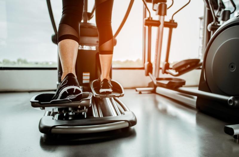 5 способов сжечь больше калорий на эллиптическом тренажере