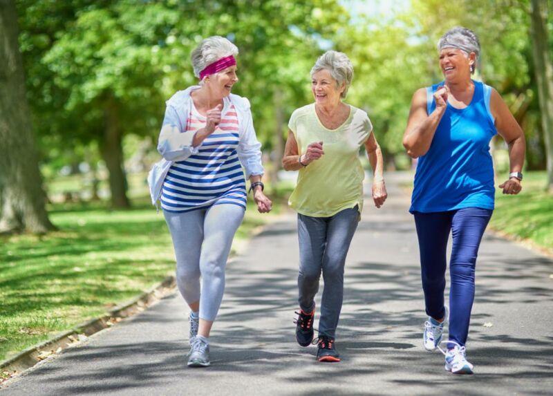 Три бабушки на пробежке