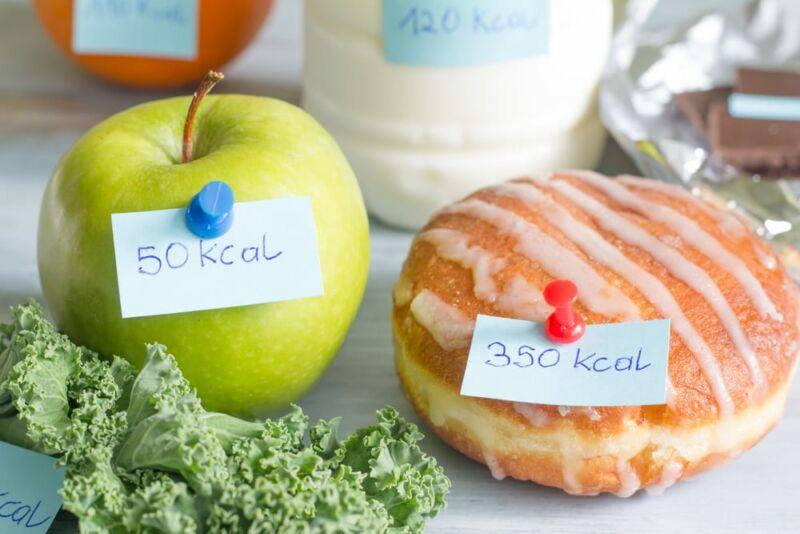 Калории на пончике и яблоке