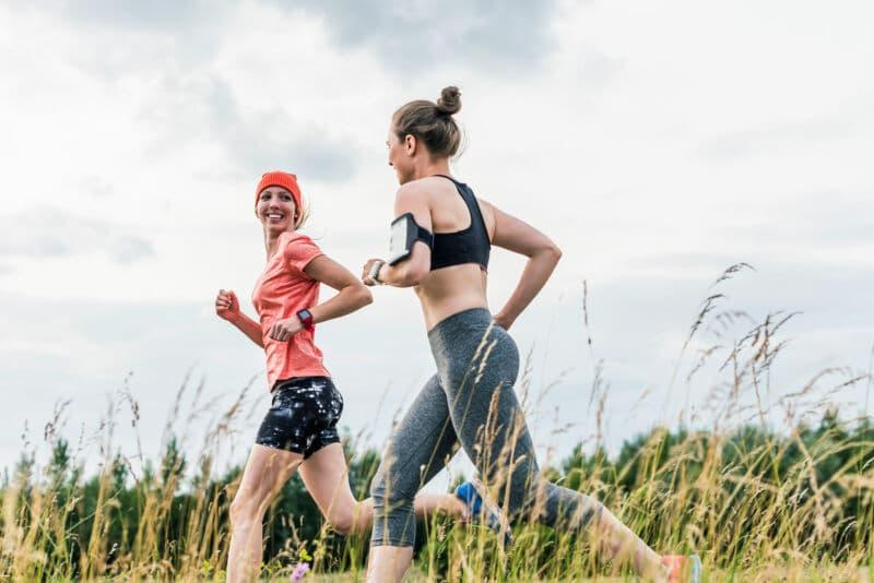 Две девушки на пробежке