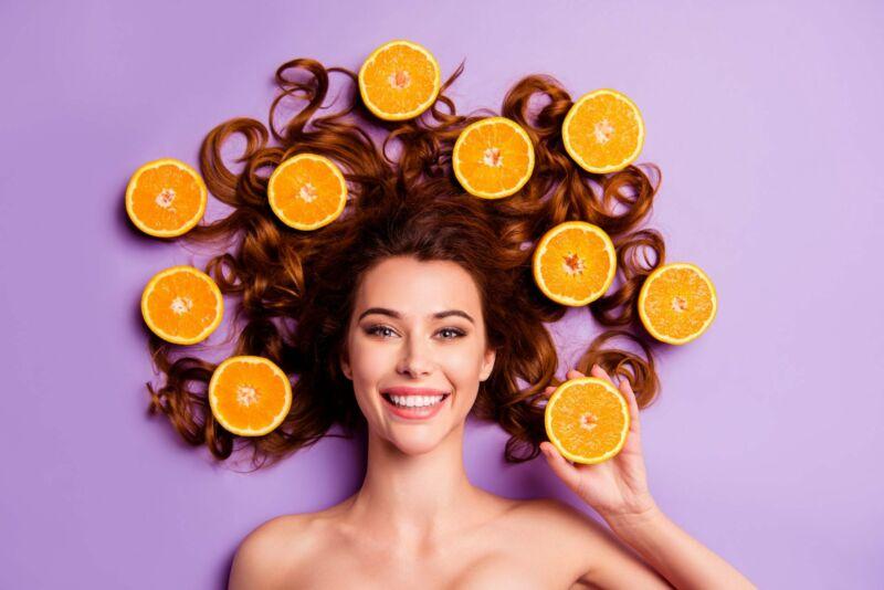 Женщина с апельсинами