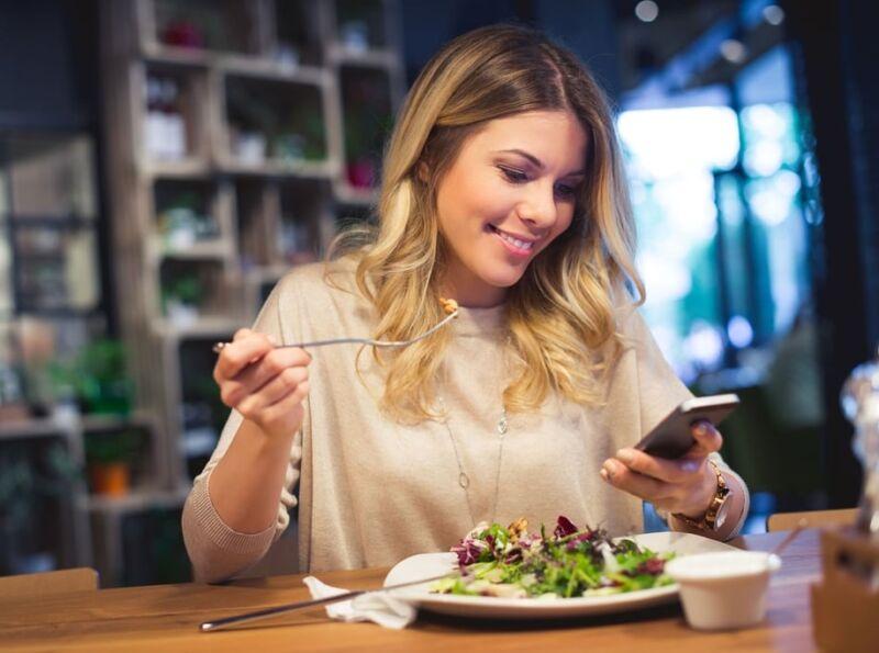 Пытаетесь избавиться от жира на животе? Следуйте этим 15 советам, рекомендованным диетологами!