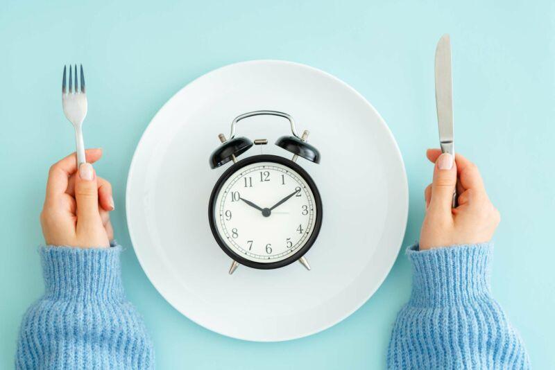 Я придерживалась периодического голодания в течение 1 месяца, и вот что произошло