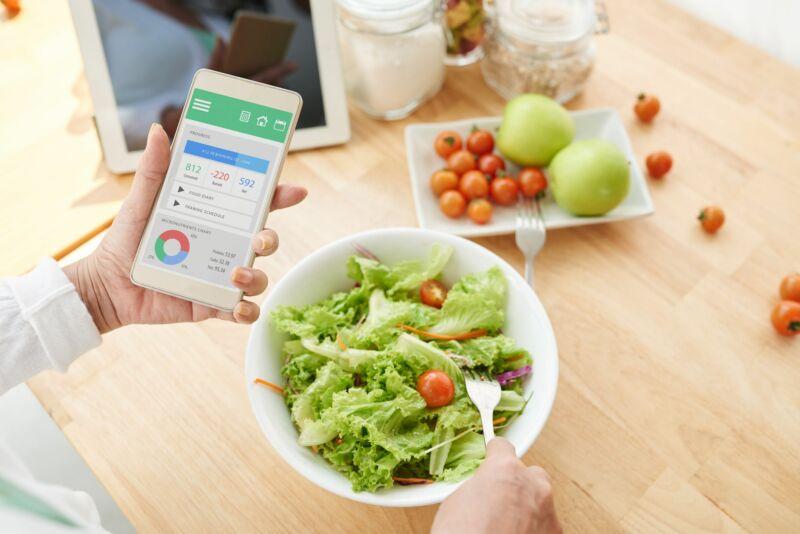 Продукты и их калорийность на телефоне