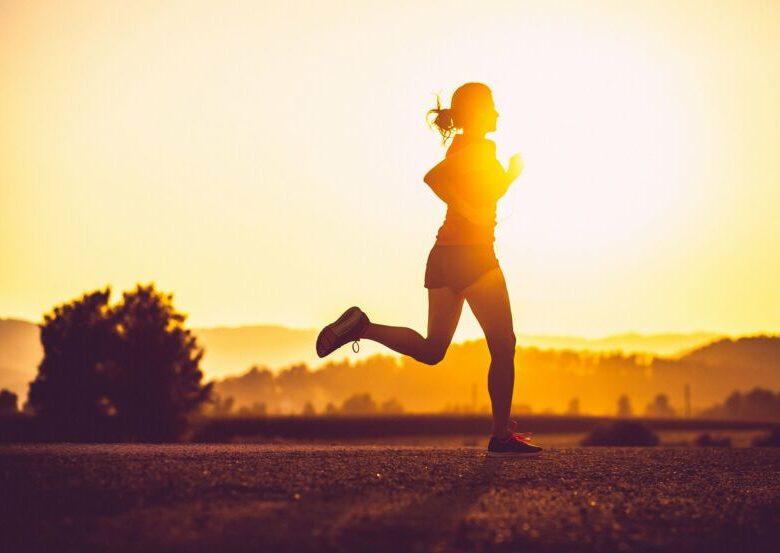 Что лучше: длинные медленные пробежки или короткие быстрые пробежки для похудания?