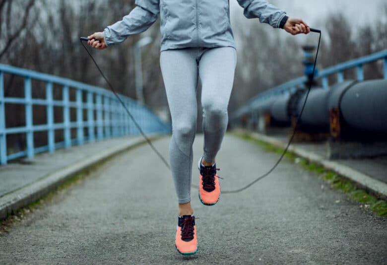 Эта 20-минутная HIIT-тренировка поможет вам сжечь жир и похудеть
