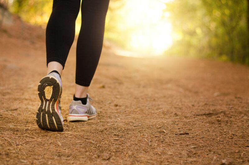 Вот почему ходьба не помогает похудеть, по словам тренера