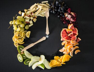Интервальное голодание против ограничения калорий: какой подход может ускорить снижение веса?