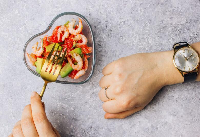 Интервальное голодание 18:6 – может ли употребление всего двух полных приемов пищи помочь вам похудеть?