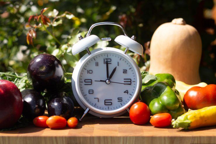 Часы и овощи
