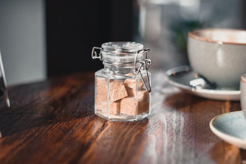 Баночка с коричневым сахаром