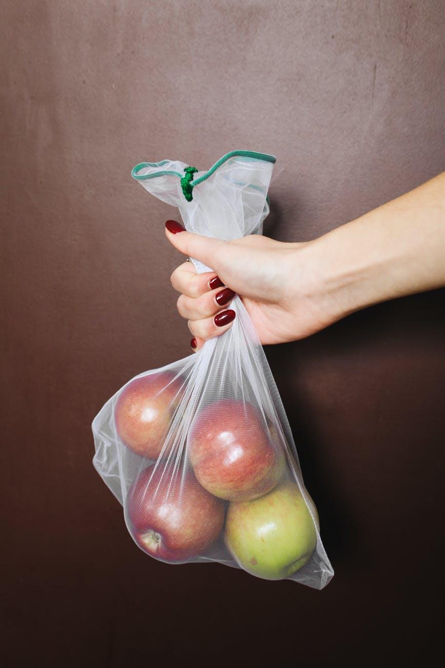 Пакет с яблоками