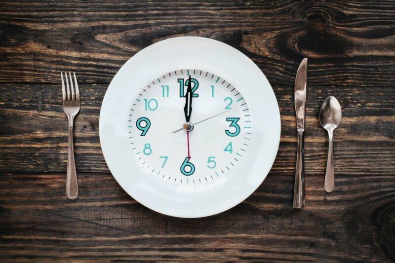 Тарелка с часами