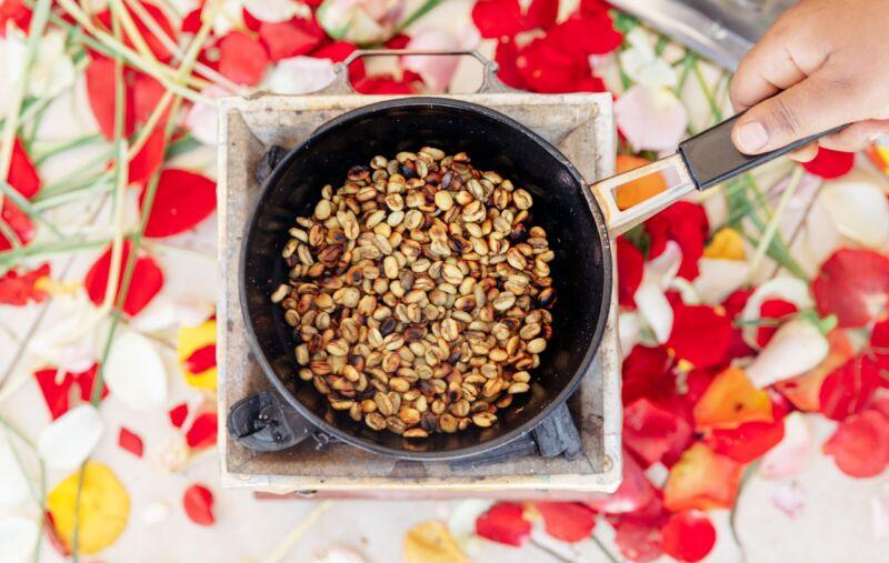 Жаренный арахис на плите