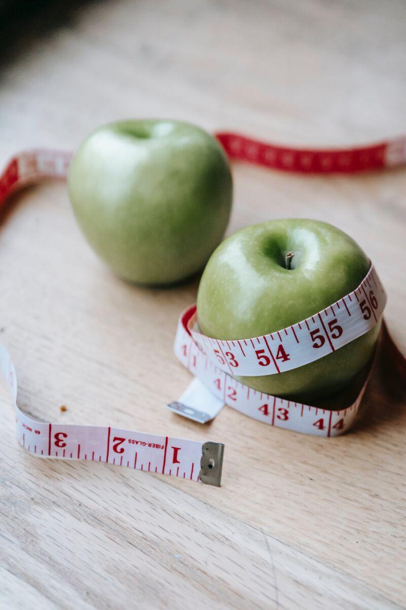 Метр и яблоки