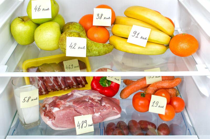 Продукты с калорийностью в холодильнике