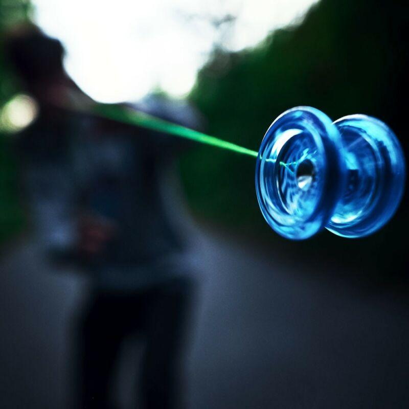 Синяя игрушка йо-йо