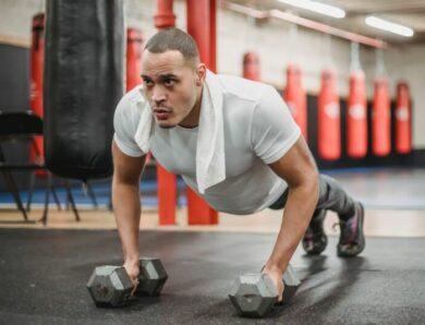 Отжимания против жима лежа: какая тренировка лучше для максимального результата?