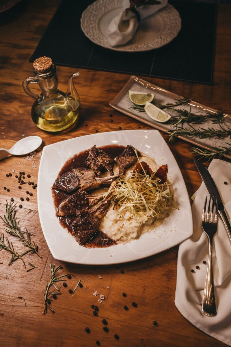 Мясо на тарелке